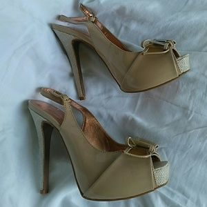 BCBG Generation beige heels shoes.